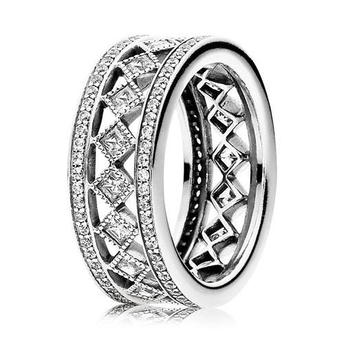 Ring mit Zirkonia im Karo-Design