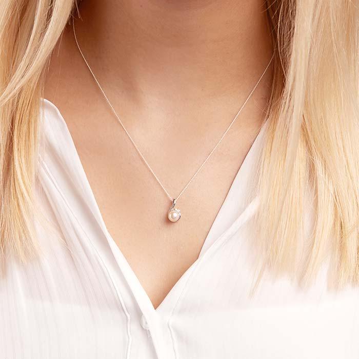 14ct White Gold Pendant Pearl 2 Diamonds