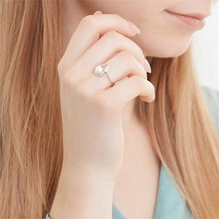 Weißgold-Ring mit Perle und 2 Diamanten 0,014 ct.