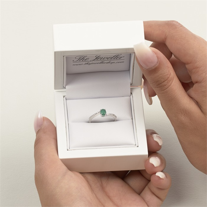 14 Karat Weißgold Ring Smaragd und 18 Diamanten