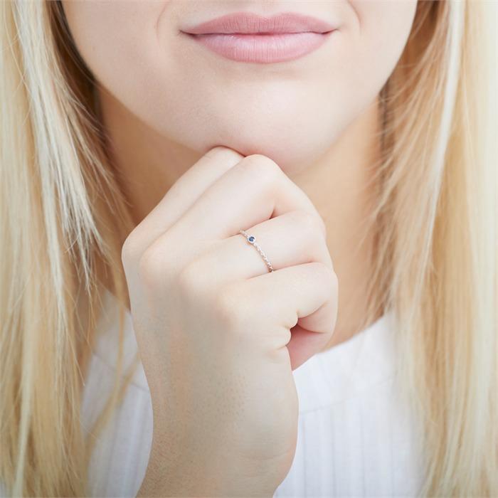 Ring aus 14K Weißgold mit Saphir