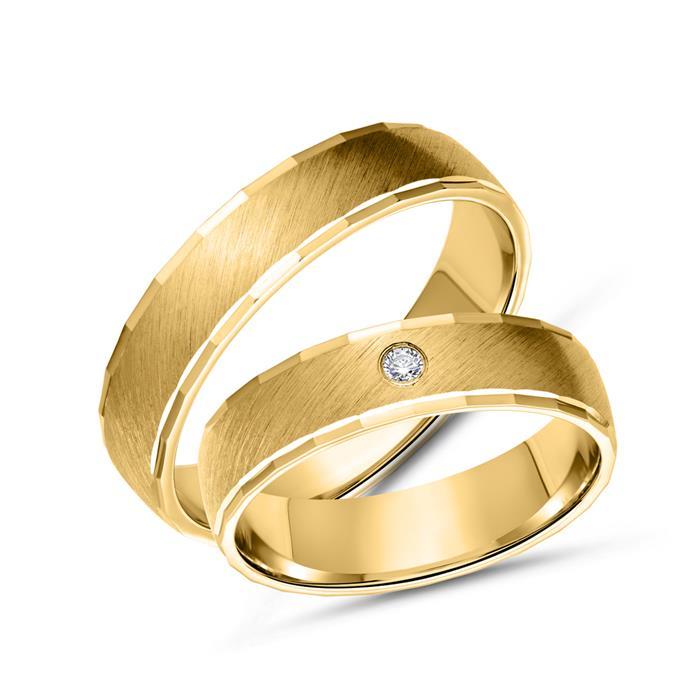 Trauringe aus Gold, diagonal mattiert