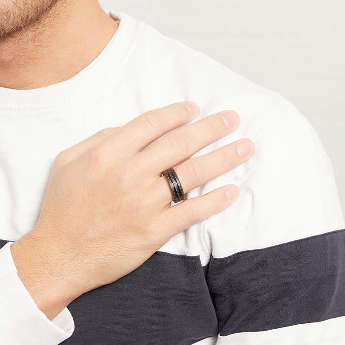 Ring aus Edelstahl und Carbon