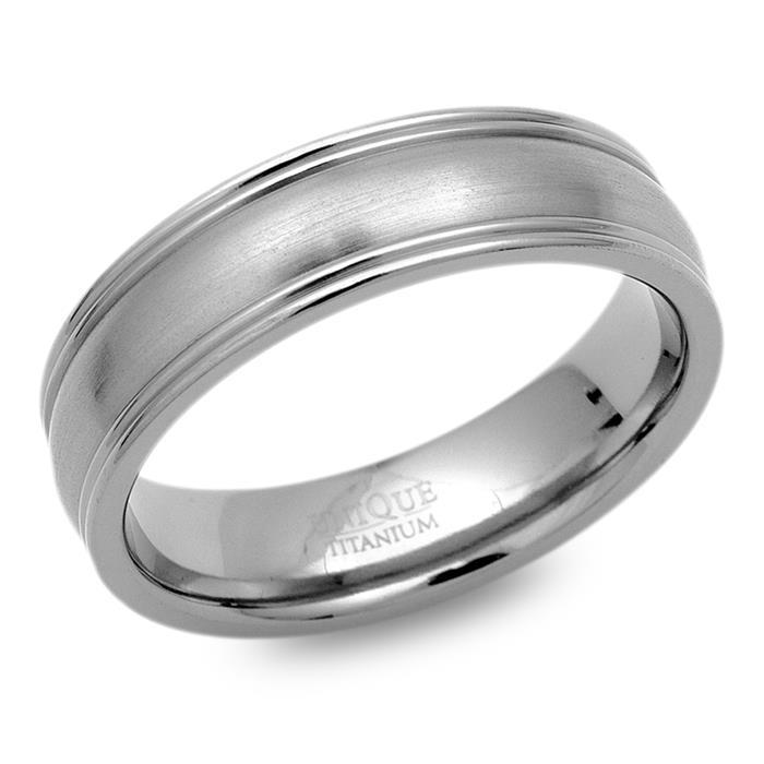 Moderner Ring Titan mit polierten Kanten
