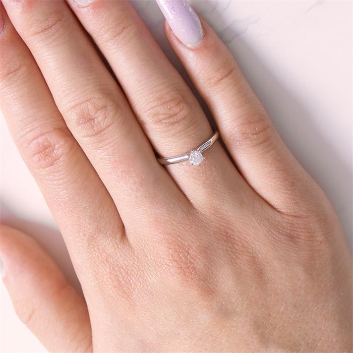 Ring aus 18K Weißgold mit Diamant 0,25 ct.