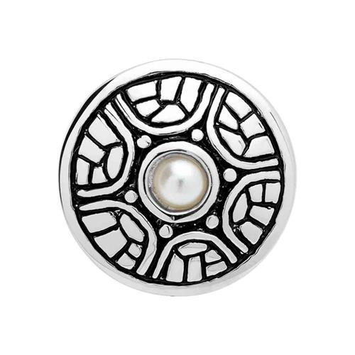 Button mit weißem Perlbesatz