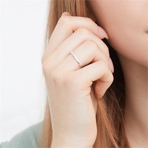 Ring 585er Weißgold mit 13 Diamanten 0,1105 ct.