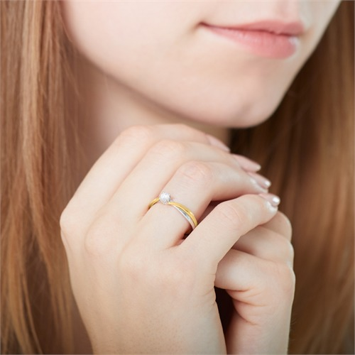 Verlobungsring aus 585er Gelb- und Weißgold mit Diamant