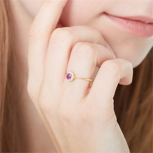 Ring aus 585er Gold mit Rubin und Diamanten