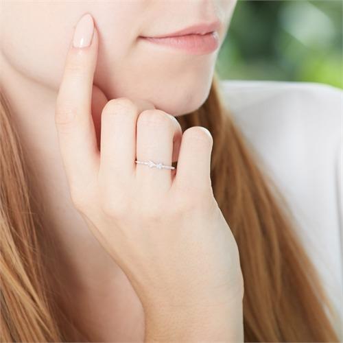 Ring Schleife aus 14K Weißgold mit Diamanten