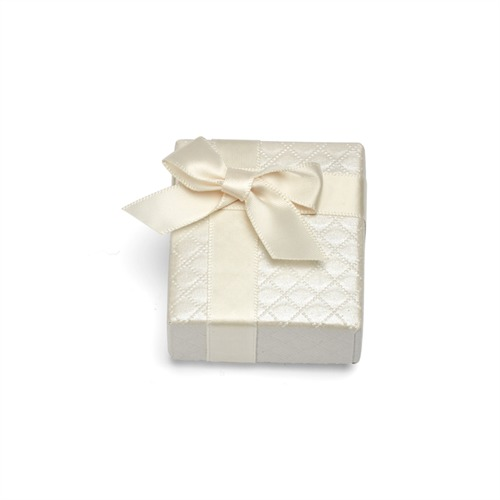 Weißes Geschenketui mit Schleife für Ringe