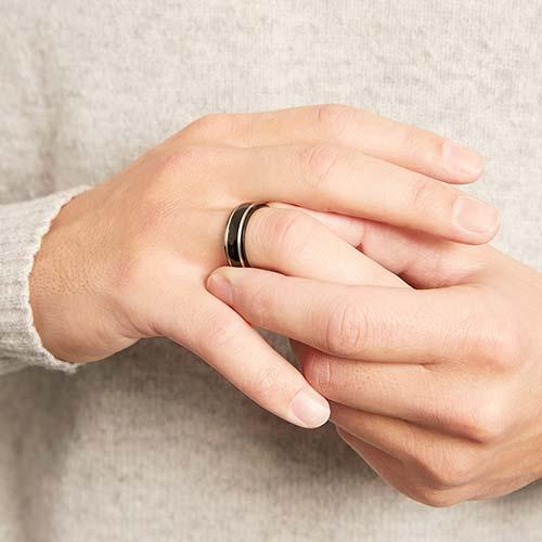 Exklusiver schwarzer Ring Titan