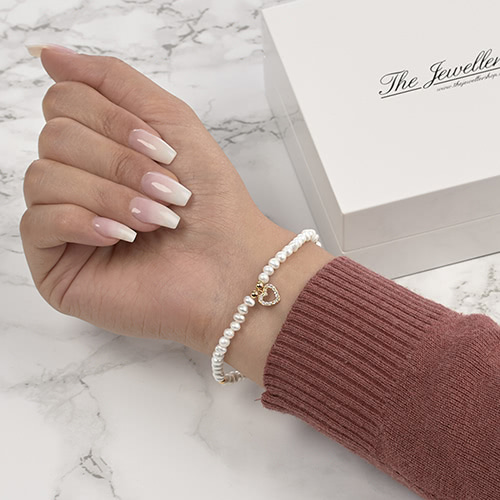 Modernes Armband Perlen Herzanhänger goldfarben