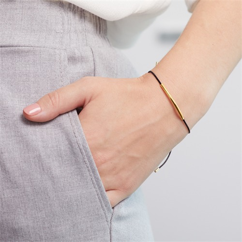 Textilarmband mit Zierelementen aus Silber vergoldet