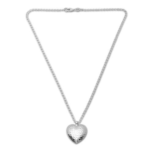 Moderne Silberkette mit Anhänger in Herzform