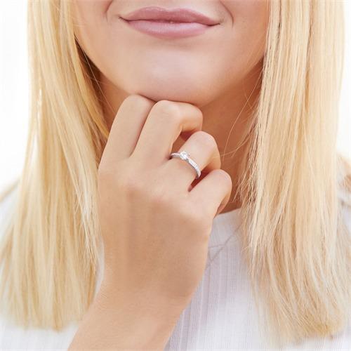Verlobungsring aus Sterlingsilber mit Zirkonia