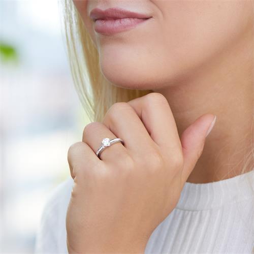 Verlobungsring aus Sterlingsilber mit Zirkoniasteinen