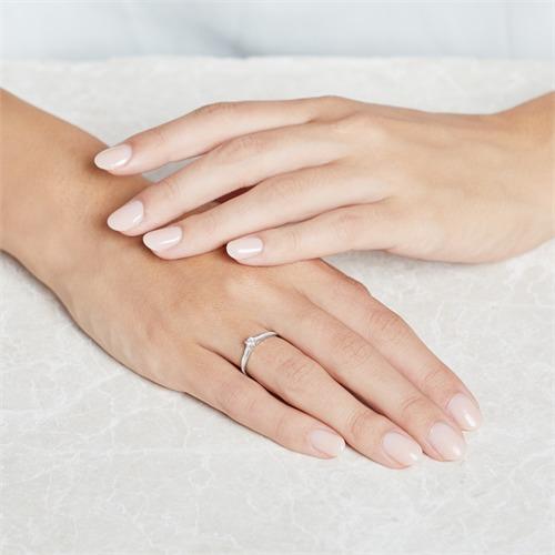 Gravur Verlobungsring aus 14K Weißgold mit Diamanten