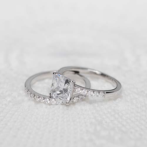 Verlobungsring aus Sterlingsilber Zirkonia, gravierbar