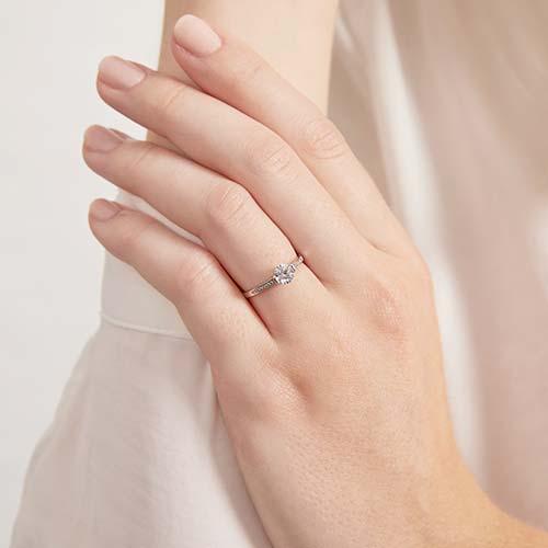 Verlobungsring aus 375er Weißgold mit Zirkonia