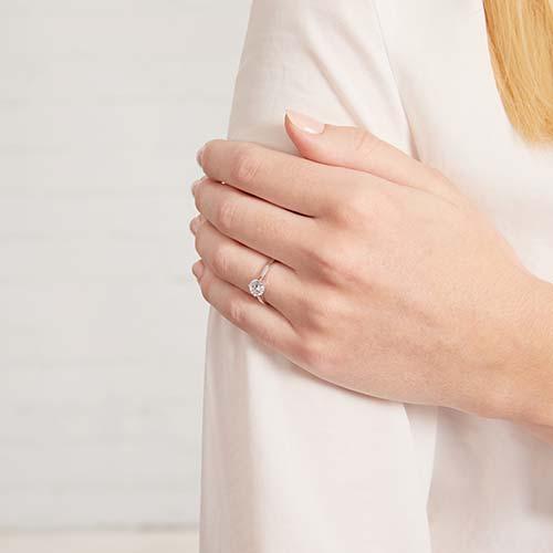 9K Weißgold Verlobungsring mit Zirkonia