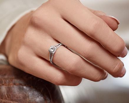 Diamond rings made of 950 platinum